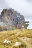 20 de outubro 2016, sinal com o logotipo de Val Gardena Valley na estrada, visto de Passo Sella Imagens de Stock Royalty Free