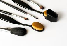 De ovale make-up van de stichtingsborstel met dekking Royalty-vrije Stock Afbeeldingen