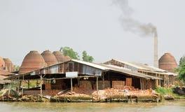 De ovens van de baksteen in Vietnam Stock Foto's
