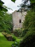 De overblijfselen van Beverston-Kasteel, als middeleeuwse steenvesting worden geconstrueerd in het dorp van Beverston die, royalty-vrije stock foto's
