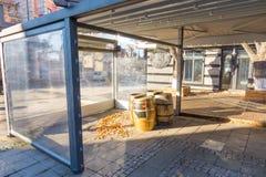 De overblijfselen van de de zomerkoffie in de winter Bourgas, Bulgarije Stock Foto