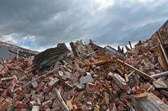 Blijft van een Gebouw dat door een Aardbeving wordt vernietigd royalty-vrije stock fotografie