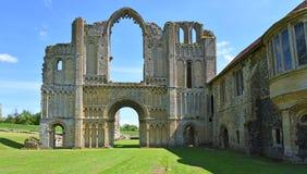 De overblijfselen van de Priorij Norfolk van de Kasteelacre stock afbeelding