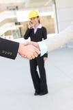 De Overeenkomst Hanshake van de Vrouw van de bouw Royalty-vrije Stock Fotografie