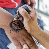 De overeenkomsten van de tatoegeringskunstenaar vector illustratie