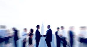 De Overeenkomstenovereenkomst van de bedrijfsmensenhanddruk Royalty-vrije Stock Afbeeldingen