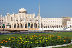 De overheidsbouw in de stad van Sharjah Stock Fotografie