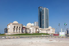De overheidsbouw in de Stad van Sharjah Stock Afbeeldingen
