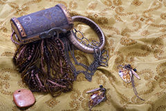 De overlopende Borst van de Schat - juwelen, armband stock afbeelding