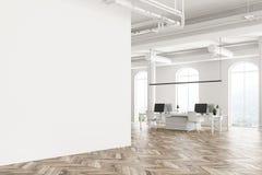 De overspannen binnenlandse blinde muur van het venster witte bureau stock illustratie