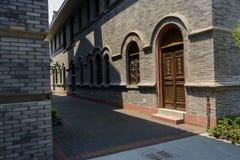 De overspannen deur en de vensters van archaised de bouw Royalty-vrije Stock Fotografie