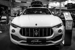De oversteekplaats SUV Maserati Levante S, 2016 van de medio-grootteluxe Stock Fotografie