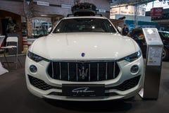 De oversteekplaats SUV Maserati Levante S, 2016 van de medio-grootteluxe Stock Foto