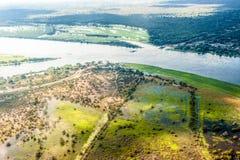 De overstroming van vernietigde straat in Botswana Stock Fotografie