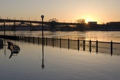 De overstroomde Rivier van de Mississippi in Saint Paul van de binnenstad royalty-vrije stock afbeeldingen