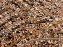 De overvolle Enige Huizen van de Familie in de Voorsteden van Californië Royalty-vrije Stock Foto's