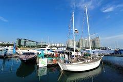 De overvolle Jax-cocobar bij het Jacht van Singapore toont 2013 Stock Foto's