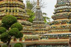 De overweldigende architectuur van Wat Pho in Bangkok Royalty-vrije Stock Foto's