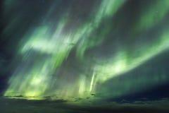 De overweldigende noordelijke lichten in IJsland Stock Foto