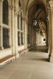 De overwelfde galerij van de steen met kolommen Royalty-vrije Stock Foto