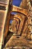 De Overwelfde galerijen van de steen in Mdina Stock Foto