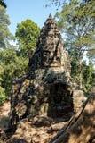 De overwinningspoort van Angkor Thom in Siem oogst, Kambodja royalty-vrije stock fotografie