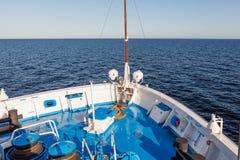 De overzeese mening van het cruiseschip royalty-vrije stock afbeelding