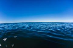 De overzeese Oceaan Blauwe Hemel van de Horizon Stock Afbeelding