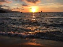 De Overzeese van het zonsondergangstrand zomer Stock Afbeelding