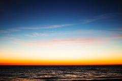 De overzeese zonsondergang defocused achtergrond Royalty-vrije Stock Foto