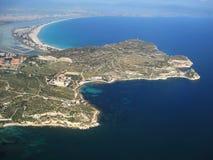 De overzichten van het eiland van een hoogte van vlucht Sardinige, Cagliari Schoonheid van aard royalty-vrije stock fotografie