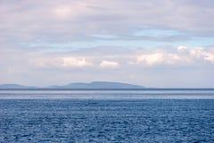 De overzichten van het eiland in het Witte Overzees stock afbeeldingen