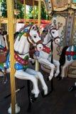 De Paarden van de carrousel bij Pretpark Royalty-vrije Stock Afbeelding