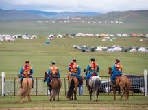 De paardenkoers van het Naadamfestival stock fotografie