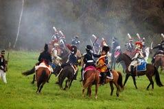 De paardruiters in Borodino vechten het historische weer invoeren in Rusland Stock Foto's