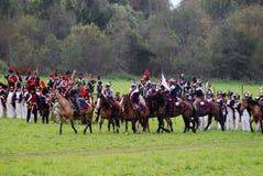 De paardruiters in Borodino vechten het historische weer invoeren in Rusland Royalty-vrije Stock Foto's