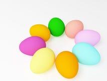 De paaseieren die in verschillende kleuren worden geschilderd Stock Foto