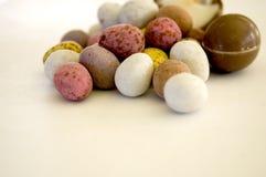 De paaseieren van de chocolade stock afbeeldingen