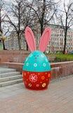 De Paashaas als kunstinstallatie bij de festival` Moskou lente ` in Moskou stock afbeelding