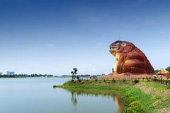 De pad-vormige bouw van het Museum van Phaya Khan Khak The Toad King, Yasothon, Thailand stock fotografie