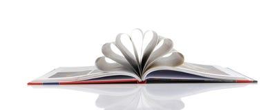 De pagina's van het boek die in een bloemvorm worden gevouwen Stock Foto