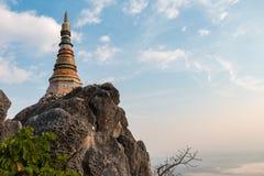 De pagode bij de bovenkant van berg Stock Foto