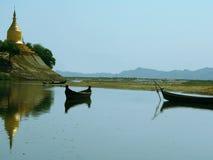 De Pagode van Lawkananda die van Rivier Irrawaddy wordt bekeken Royalty-vrije Stock Foto's