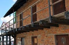De pakhuisbouw met individuele ruimten in de binnenplaats van een woningbouw stock foto's