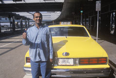 De Pakistaanse bestuurder van de taxicabine Stock Foto's