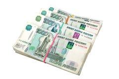 De pakken van de Russische duizend-roebel neemt van nota het op een witte achtergrond geïsoleerd is Stock Afbeeldingen