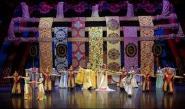 De palais-Le acte magnifique en second lieu : un festin dans le ` en soie de princesse de danse de ` palais-épique de drame Image libre de droits
