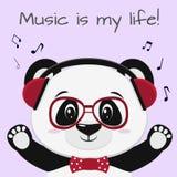 De panda is een musicus in rode hoofdtelefoons, glazen en een vlinderdas met opgeheven poten, in de stijl van beeldverhalen royalty-vrije illustratie