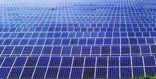 De panelengebied van de zonne-energiemacht stock afbeelding