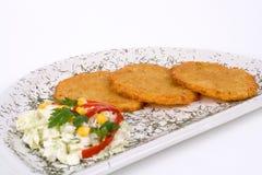 De Pannekoek van de aardappel/de Cake van het Rooster op geïsoleerded plaat Stock Afbeelding